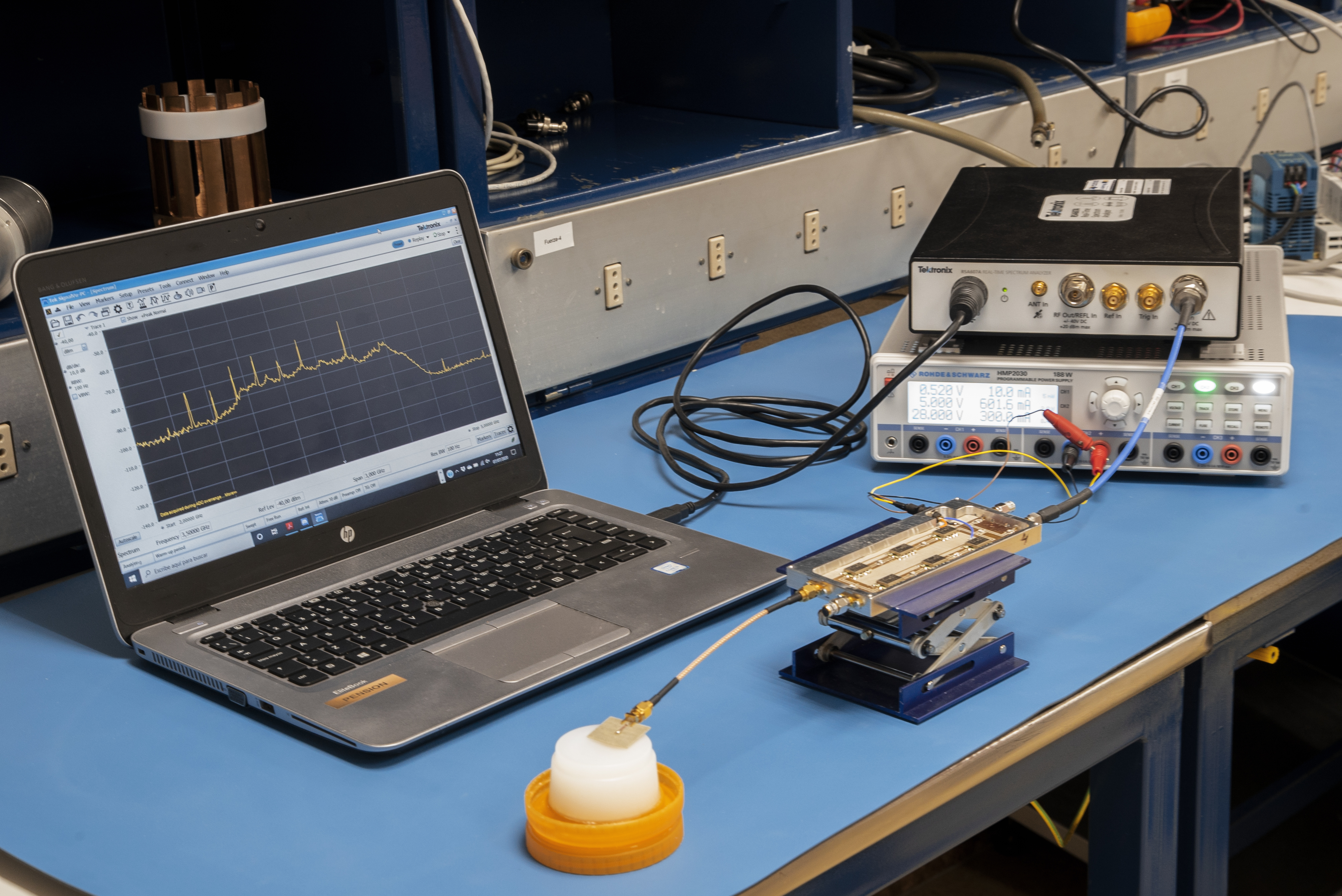Set-up para la caracterización experimental del radiómetro con un fantoma como dispositivo a caracterizar. Crédito: Unidad de Comunicación y Cultura Científica (IAC).