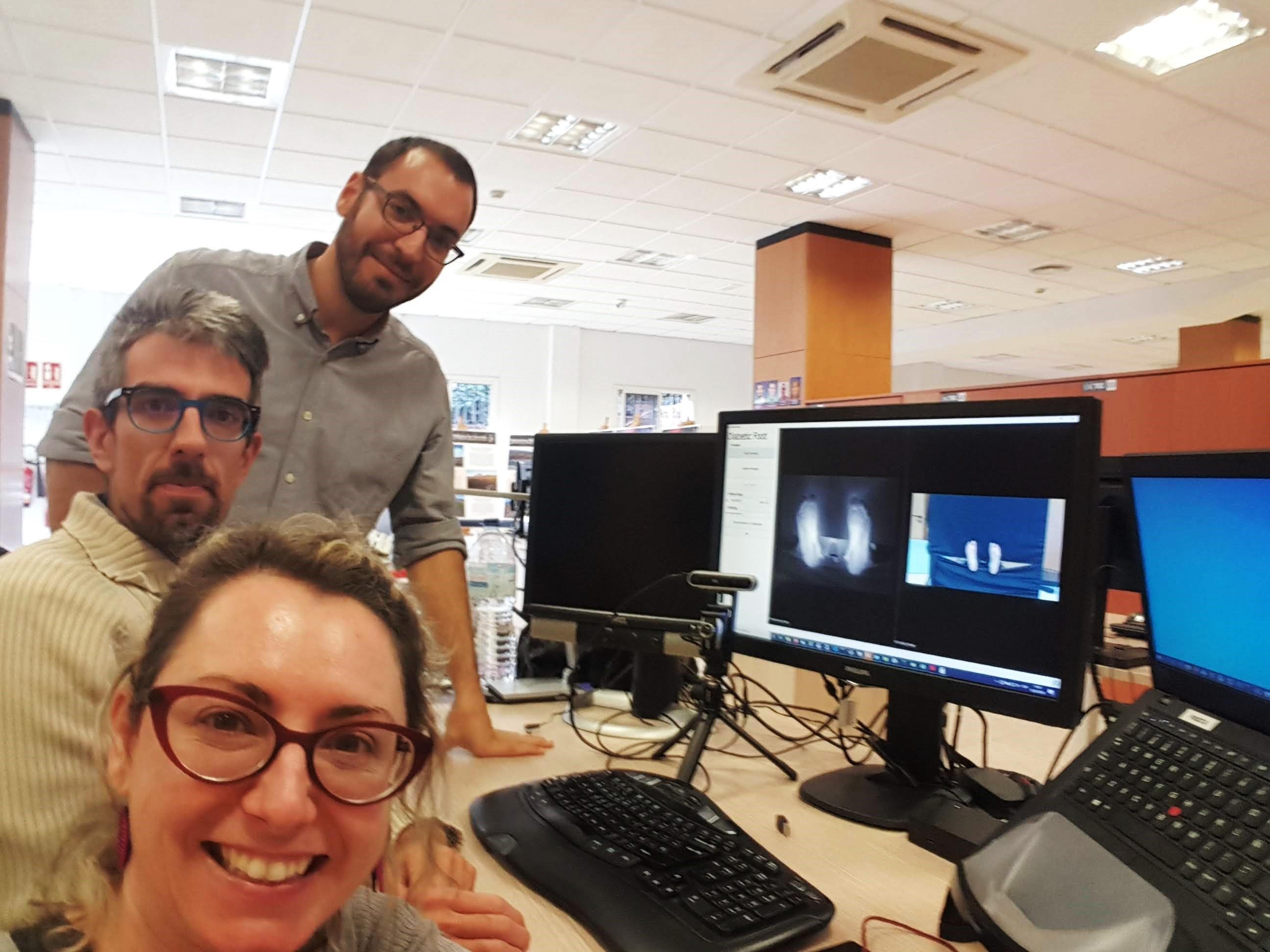 Ignacio Sidrach-Cardona, Carlos Luque y Sara González, ingenieros de IACTEC, durante el desarrollo de la aplicación de software de PINRELL en las instalaciones de IACTEC (enero 2020). Crédito: Sara González