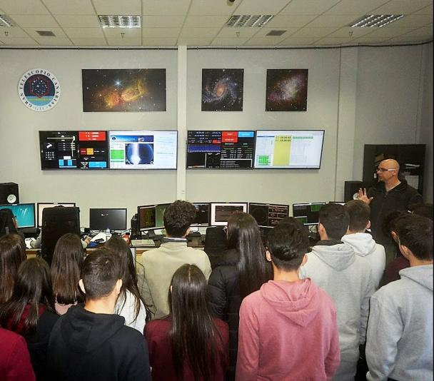 "Control room of the Gran Telescopio Canarias (GTC) during the visit of the students of the program ""Our Students and the ORM"""