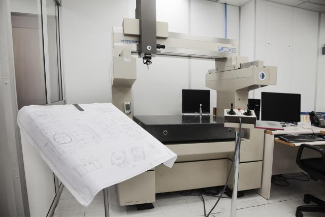 View of the 3D measuring machine in the laboratory
