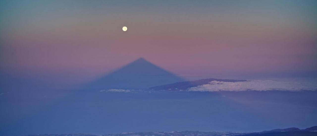 Teide shadow and Moon