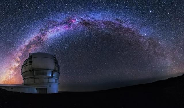 Milky way on the Gran Telescopio Canarias