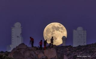 """Supermoon"", Solar Towers of the Teide Observatory (OT) and amateur astronomers. Photograph taken at about 3 km from the OT, with a telescope of equivalent focal length 800mm and a Canon 6D camera. Credit: Daniel López (IAC)"