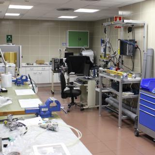 General view of the Mechanical Integration and Verification Laboratory. Medium-sized laboratory with work benches, electronic devices, mechanical tools and cabinets